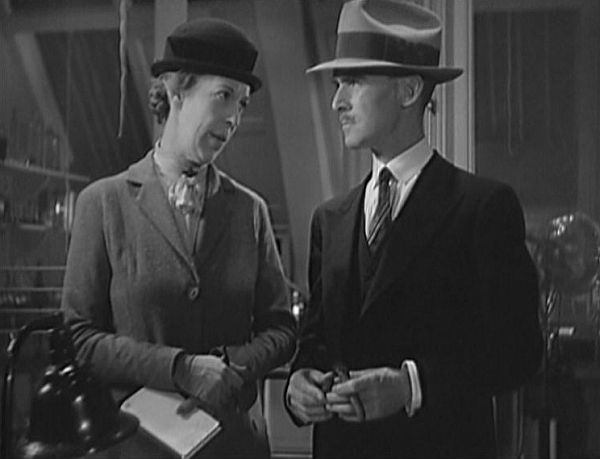 Edna May Oliver (left) tries to explain the obvious to James Gleason. Image: kdsjf eifj sdk