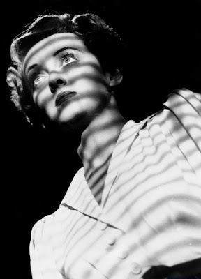 Davis says one thing, but the stripe say another... Image: Film Noir Photo