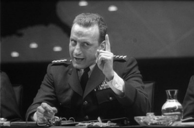 dr-strangelove-or-how-i-learned-to-stop-worrying-and-love-the-bomb_1964-1-1600x1059_scroller-e1365423548816