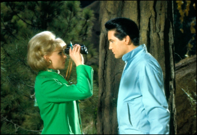Elvis spies on Diane McBain, who's spying on him; Image:
