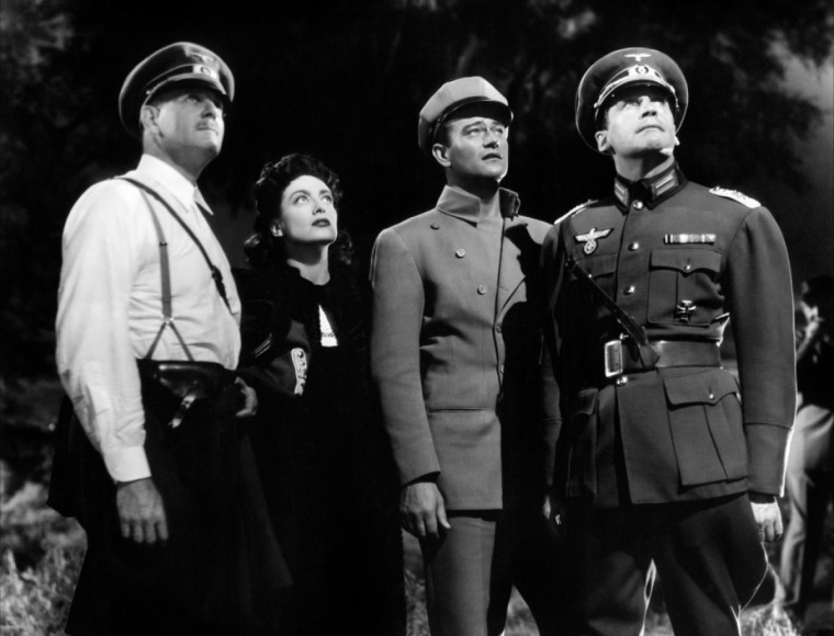 Crawford and John Wayne (2nd from right)... Image: Tout le Cine