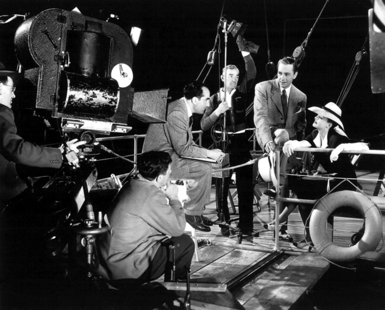 On the set of Now Voyaging (1942). Image: idividi.com