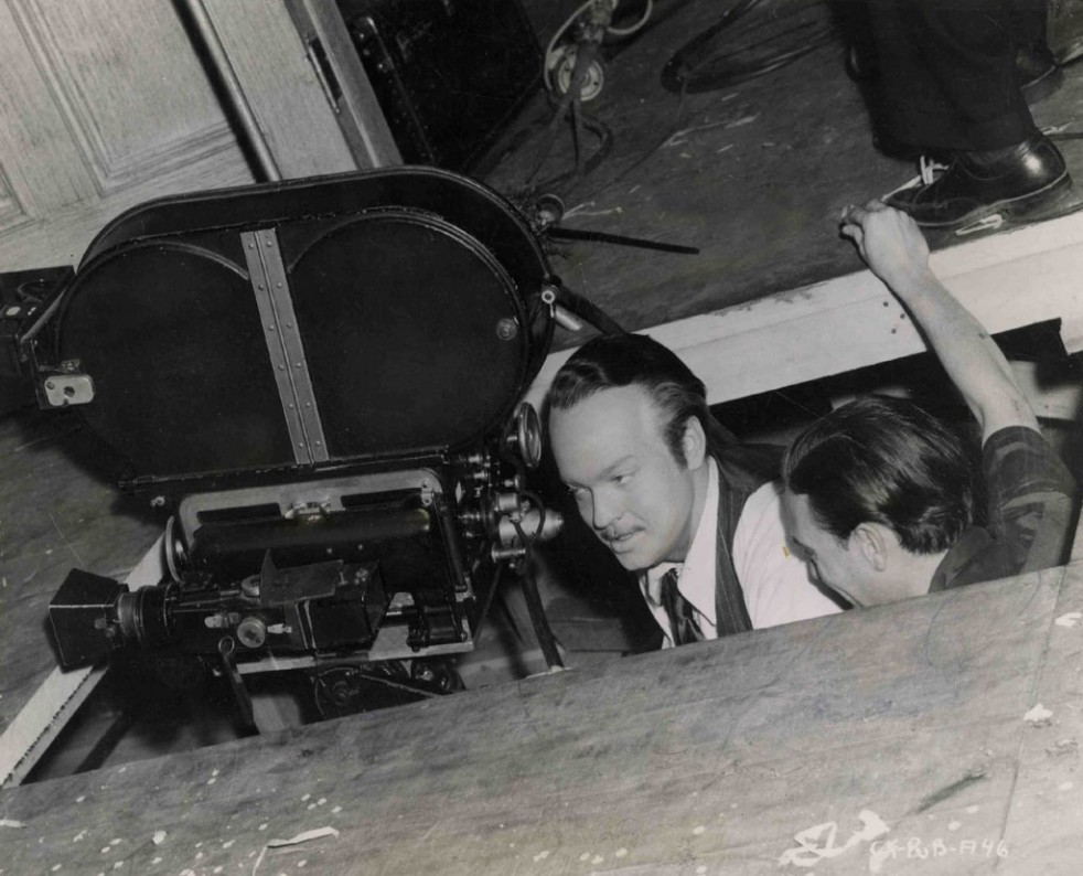 Welles and crew cut a hole in the studio floor. Image: cinearchive.org